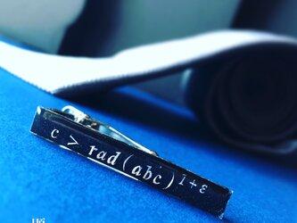 ABC予想「 c > rad (abc) ^ 1+ε 」ネクタイピン【理系・数学・物理アクセサリー】の画像