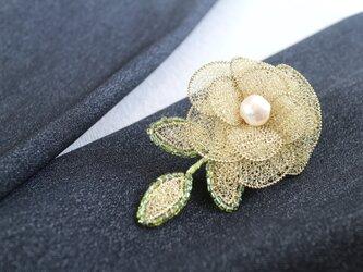 お花のブローチ・三葉付きの画像