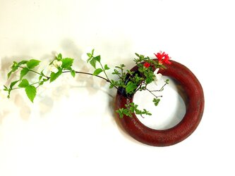 赤花器 ドーナツ型の画像