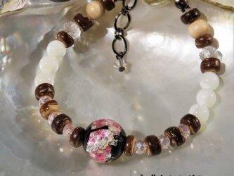 ブレスレット マザーオブパール とんぼ玉 ほたる玉 ガラス ビーズ 琉球 沖縄 お土産 ペア アクセサリー ピンクの画像
