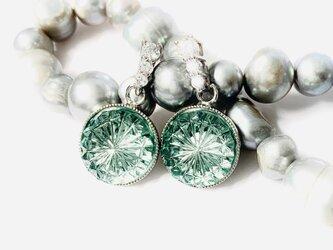 東京切子ピアス 菊 ピーコックグリーン Three diamondsの画像