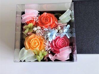石鹸彫刻 香る花のボックスアレンジメント (ピンク)の画像