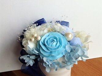 石鹸彫刻 ブルーの薔薇のアレンジメントの画像