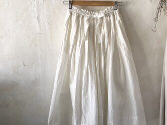 ギャザーたっぷり ロング スカート〈white〉の画像