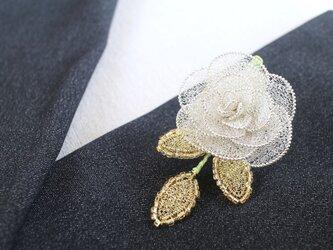 バラのブローチ・三葉付きの画像