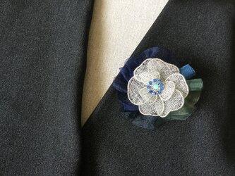 シルバーのお花のブローチ(オーガンジーリボン付)Eの画像