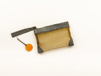 サメ革ナイロンメッシュ ポーチ小【グレー ゴールド】/百貨店モデル/お守りコイン入り/シャークの画像