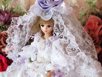 純白ローズレーヌ ピュアホワイトの豪華ウエディングドレスの画像
