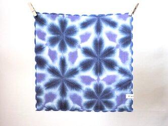 ぽこぽこハンカチ*紺&紫の雪花絞りの画像