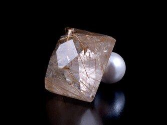 Gold rutile quartz earring / singleの画像