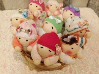 赤ちゃん人形9個(容器付き)送料無料の画像