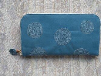 刺繍革財布『ぐるぐる』そら色(牛カーフ)ラウンドファスナー型の画像