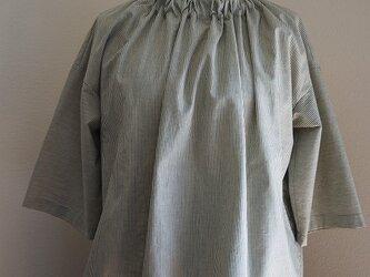 コットンギャザー衿のブラウスの画像