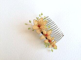 着物に合わせたいお花の髪飾り(ティアラ)の画像