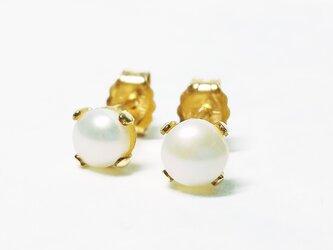純白の2粒。天然パール(4mm)のピアス [送料無料]の画像