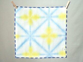 ぽこぽこハンカチ*黄色の小花の雪花絞りの画像
