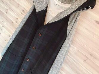 a.myu春♪ブラックウオッチとグレー異素材ラグラン袖フード大きめ膝丈コートの画像