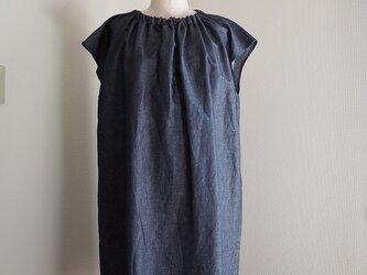 ハーフリネン衿ゴムのワンピースの画像