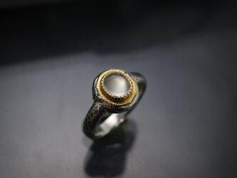 ムーンストーン(OVCB)22KYG-silver925 の指環(ピンキーサイズ)の画像