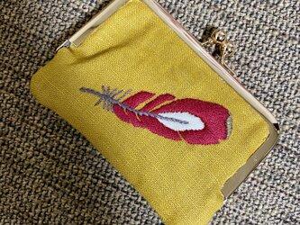 赤い羽刺繍のカードケースの画像