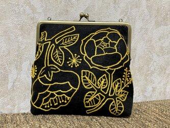 黄色いお花刺繍のがま口ポーチの画像