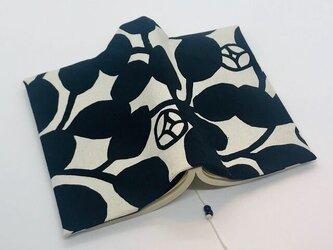 モノトーンの花柄ブックカバー 両ポケットタイプ 文庫本用の画像