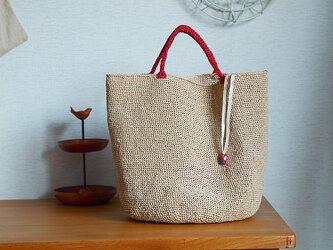 エコアンダリヤクロッシェの手さげバッグ*赤い持ち手の画像
