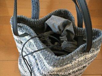かぎ針編みの深型ショルダーバッグの画像
