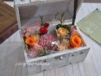 【母の日2020】お花のアンティークトランクの画像