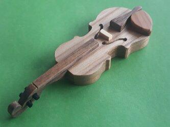 バイオリンのブローチ(楡材)の画像
