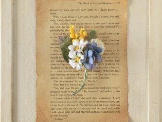 〈染め花〉小ぶりな花束コサージュAの画像
