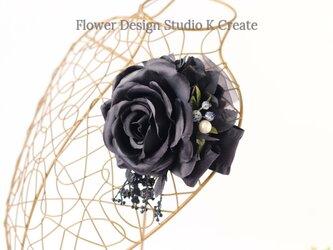 黒い薔薇とパールのコサージュ 入学式 卒業式 卒園式 発表会 結婚式 フォーマルの画像