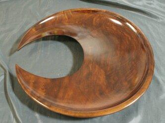 楠拭漆三日月盛器(くすふきうるしみかづきのもりき)  IM220の画像