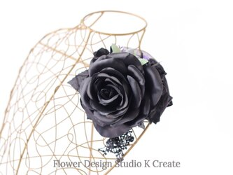 黒い薔薇とオリーブのコサージュ 入学式 卒業式 卒園式 発表会 結婚式 フォーマルの画像