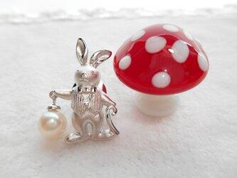 あこや真珠タックピン アリスウサギの画像