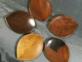 第15回日本伝統工芸木竹展出品作 五木拭漆木葉木皿(いつぎふきうるしこのはのきざら)  IM231の画像