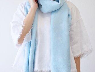 【ギフトに人気】フィルタンゴストール 春待ち桜柄 サックスブルー 京都、丹後の絹織物、洗えるシルクストール。の画像
