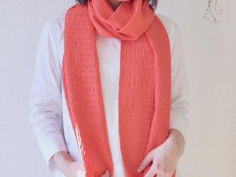 【夏に向けて明るい色で】フィルタンゴ  ストール 西洋更紗柄 コーラルピンク。京都丹後の絹織物、洗えるシルクストール。の画像
