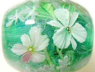 とんぼ玉 3色の蘭の花とカゲロウの画像