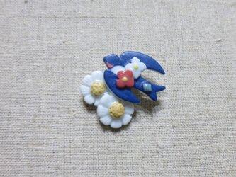 カモミール&つばめブローチの画像