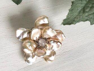 芥子パールのお花ブローチ 200407Bの画像