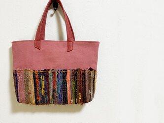 裂き織りサーモンピンク色かばんの画像