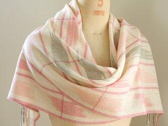 手織り ピンクとグレーの絣柄ストールの画像