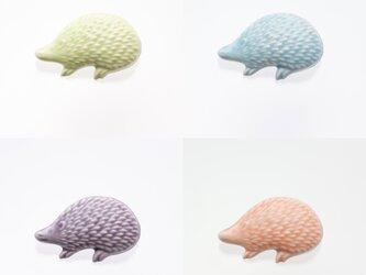 陶器ブローチ ハリネズミ(凸)パステルの画像