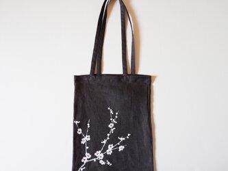 手提げバッグ チャコールグレー 白梅の画像