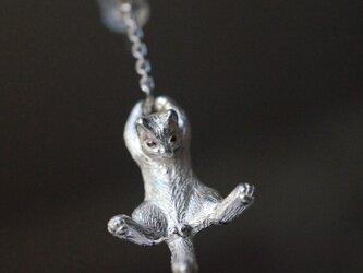 風船と飛んでいく猫ピアス イヤリング パール 片耳の画像