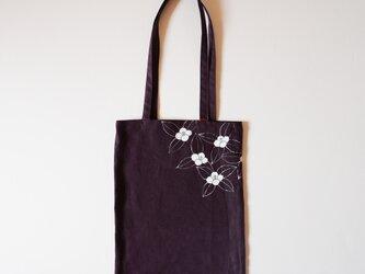 手提げバッグ 濃い紫 葉椿の画像