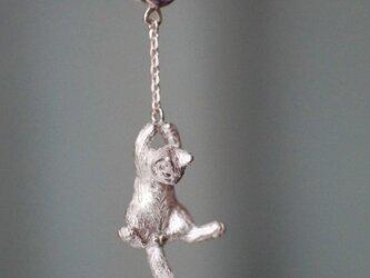 風船と飛んでいく猫ピアス 片耳の画像