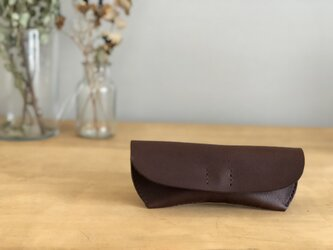 栃木レザー 手縫いのメガネケース(焦茶)の画像