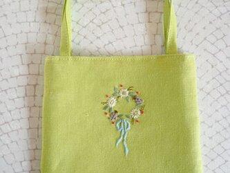 お花のリースの手さげバッグ・Yellowgreenの画像